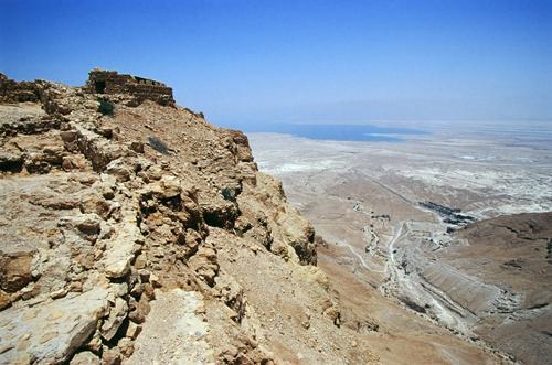 Masada znajduje się na olbrzymim płaskowyżu znajdującym się nad brzegiem Morza Martwego. Fot.: Jaros