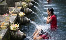 Wyspa Bali, Ceremonia oczyszczenia w świątyni Tirta Empul